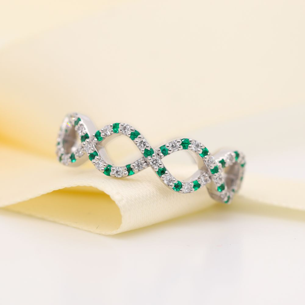 Infinity Diamond Eternity Band For Women With Emerald In Platinum