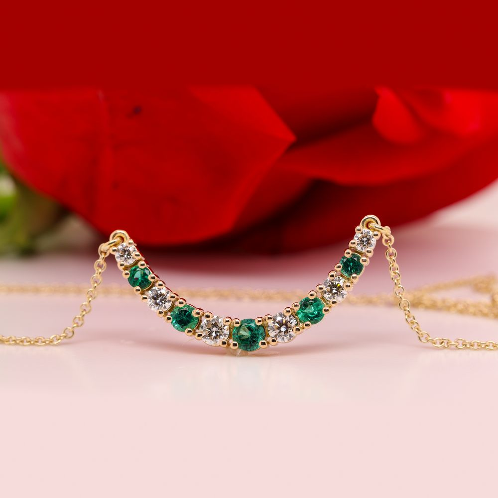 1 Carat Diamond Graduated Smile Necklace With Emerald In 18K Yellow Gold