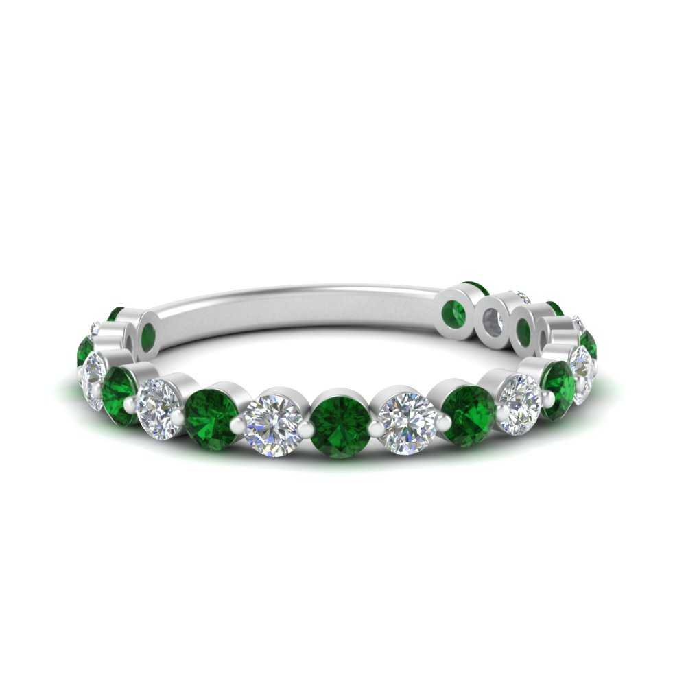 single-common-prong-diamond-wedding-band-with-emerald-in-FD121390GEMGR-NL-WG